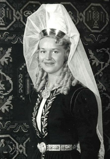 Bryndís Pétursdóttir leikkona látin